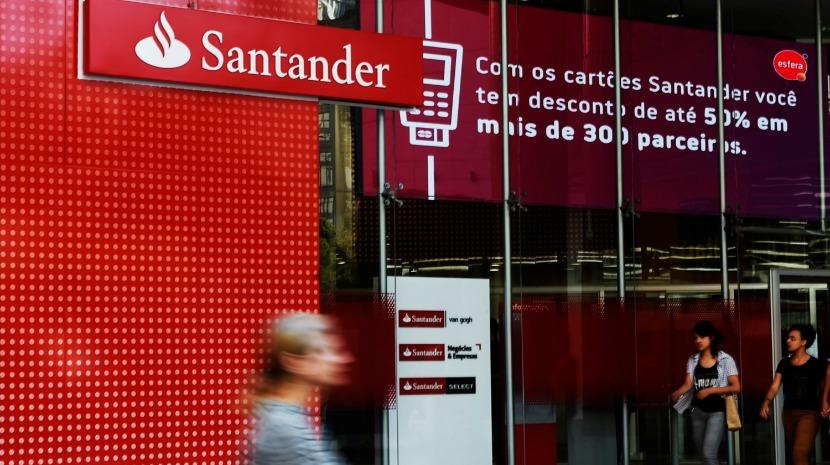 """Santander """"carrega"""" nas vantagens para os universitários"""