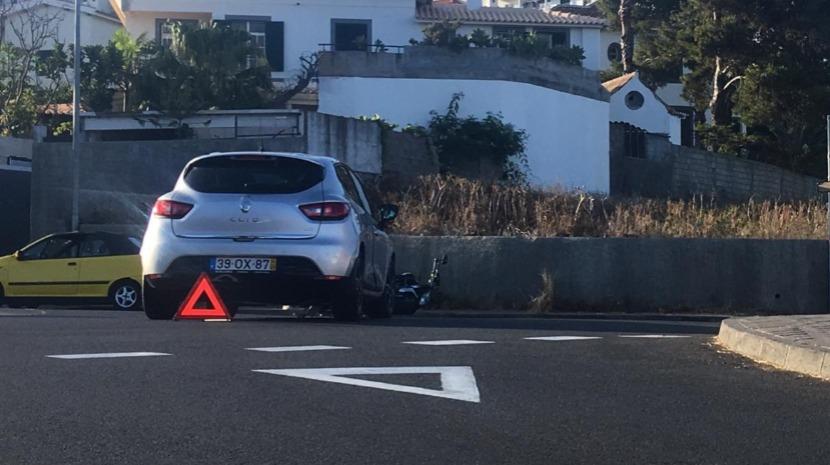 Motociclista ferido em colisão na estrada do Garajau