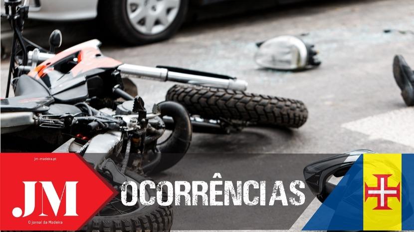 Rapaz perde controlo da moto e choca contra um muro em Santa Cruz