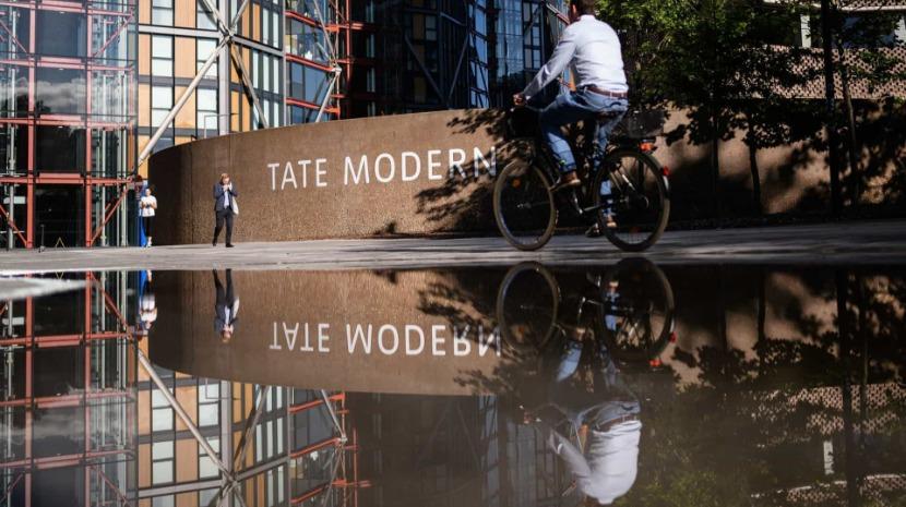 Adolescente atirou criança do 10.º andar da galeria Tate Modern