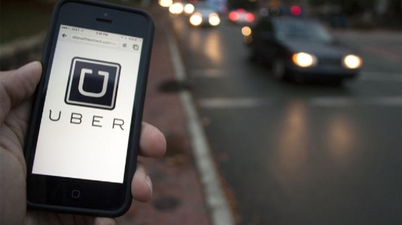 Condutor de Uber fingiu ser namorado de passageira para a salvar de assédio