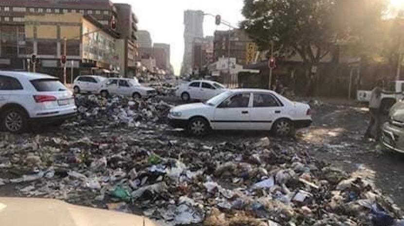 Greve dos trabalhadores municipais deixou lixo empilhado nas ruas de Pretória
