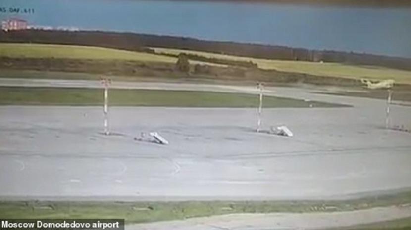 Moscovo: Avião com 150 passageiros a bordo quase fica sem pista para descolar (com vídeo)