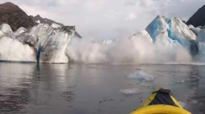 Dois homens arriscam e captam colapso de glaciar no Alasca (Com vídeo)