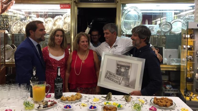 """Albuquerque visita relojoaria que é exemplo de """"capacidade e tenacidade"""""""
