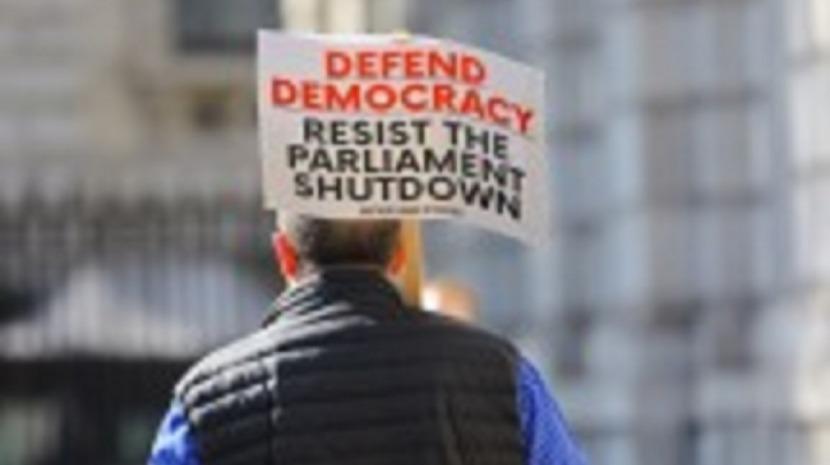 Brexit: Multidões reúnem-se em Londres e outras cidades contra planos de PM britânico