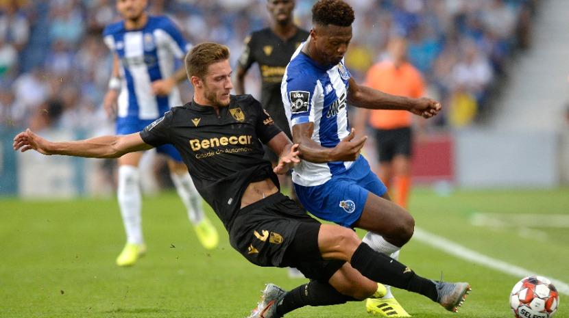 Porto vence (3-0) Guimarães de Ivo Vieira e sobe ao segundo lugar