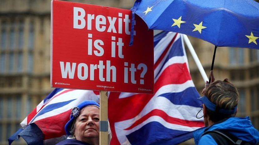 Brexit: Parlamento britânico debate hoje legislação sobre novo adiamento