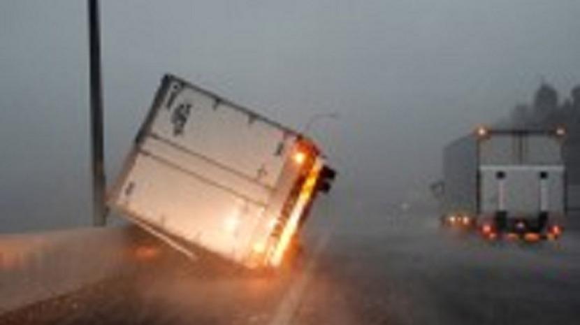 Passagem de tufão causa um morto e dezenas de feridos no Japão, 930 mil casas sem energia