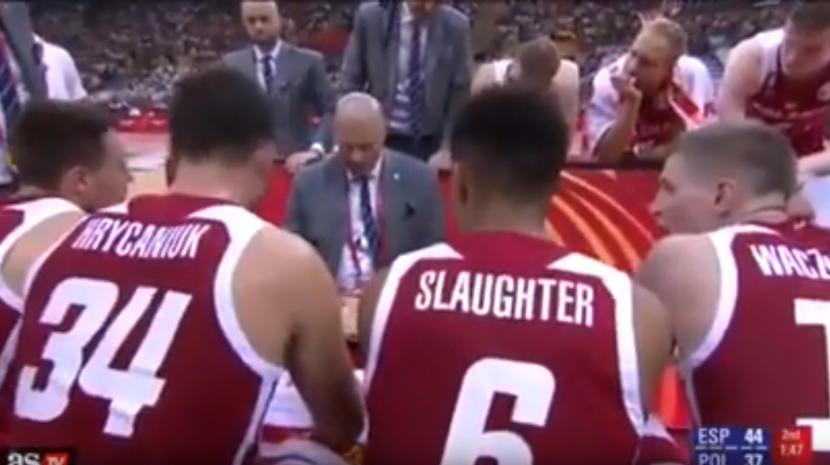 Palestra torna-se viral devido à voz do selecionador de basquetebol da Polónia (Com vídeo)