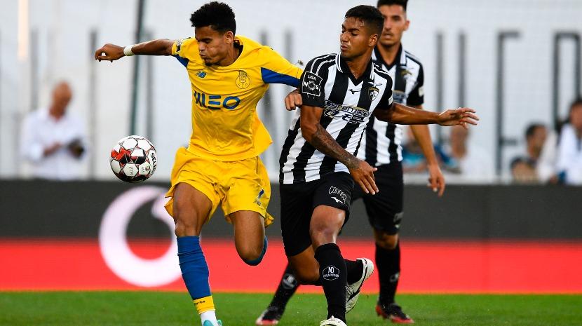 FC Porto ganha à tangente em Portimão e com golo após o tempo de compensação