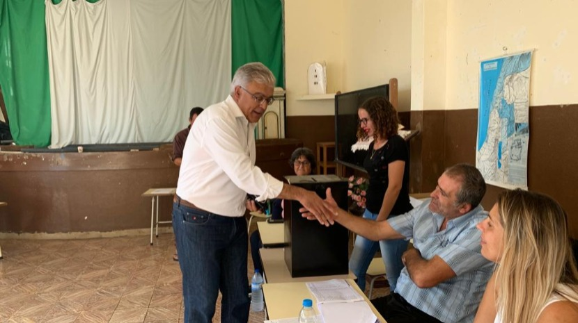 Emanuel Câmara vota e critica Albuquerque