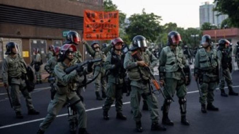 Polícia dispara balas de borracha sobre manifestantes em Hong Kong