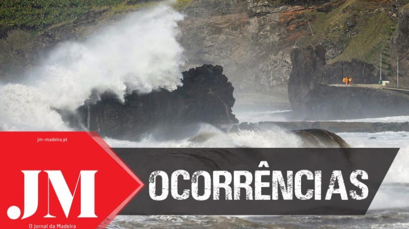 Indivíduo inconsciente no mar da Praia Formosa