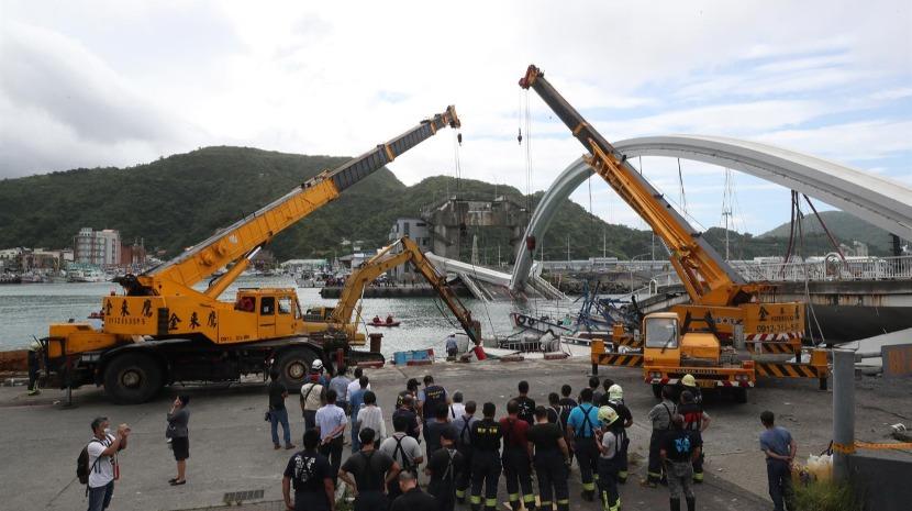 Ponte desaba em Taiwan e faz pelo menos dez feridos (com vídeo)
