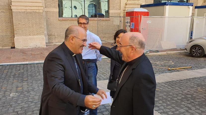 Diocese do Funchal oferece cruz episcopal a Tolentino Mendonça (com fotos)