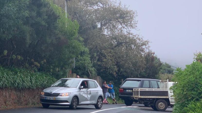 Acidente interrompe trânsito no sentido Santo da Serra – Camacha
