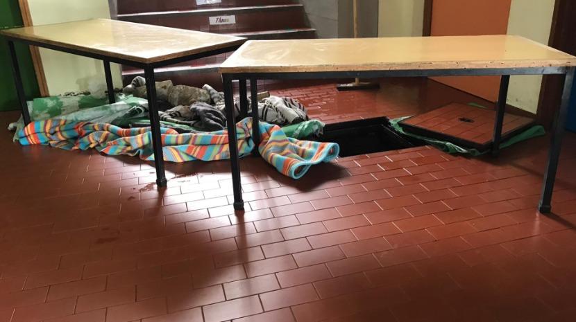 Inundação na Escola de Água de Pena em dia de votos