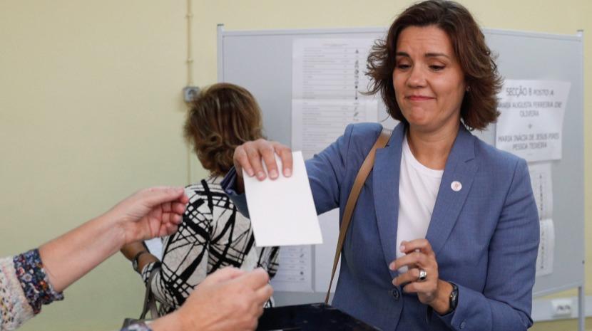 Cristas esperou 50 minutos para votar e fez apelo à participação