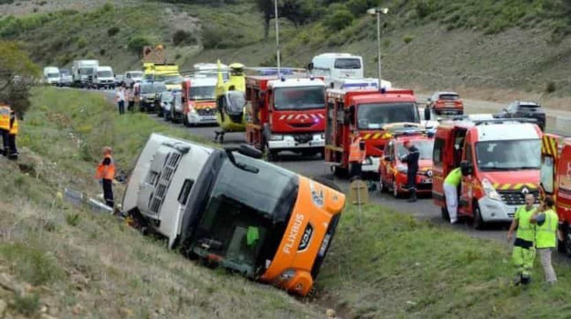 Um morto e 17 feridos em acidente com autocarro de turismo em França