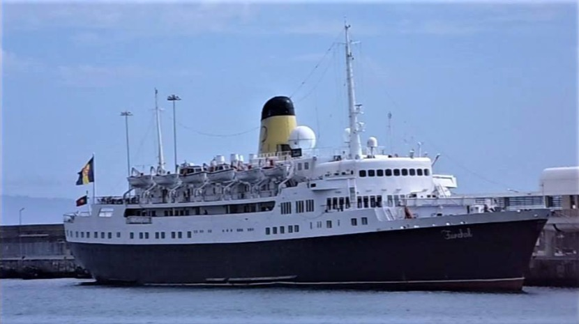 Navio Funchal servirá de hotel flutuante em Liverpool