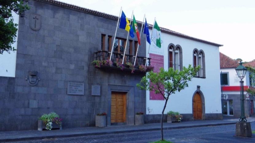 Polícia expulsa feirantes que se manifestavam junto à autarquia de Santa Cruz, denuncia Edgar Silva