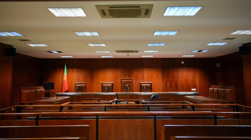 Homicida de ex-companheira condenado a 5 meses por escrever palavra ofensiva com sangue da vítima