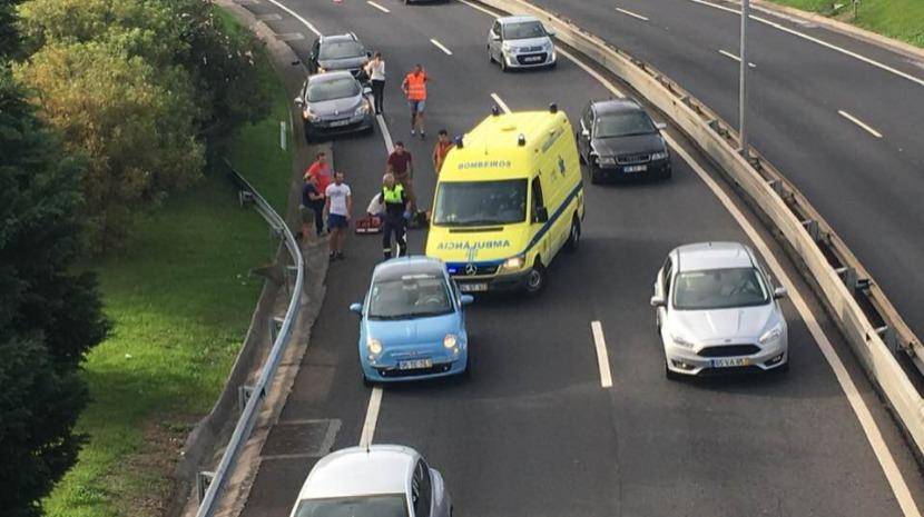 Motociclista ferido em despiste no Caniço