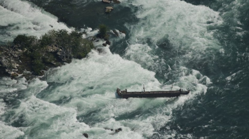 Mau tempo arrasta embarcação presa nas cataratas do Niágara há mais de 100 anos (com vídeo)