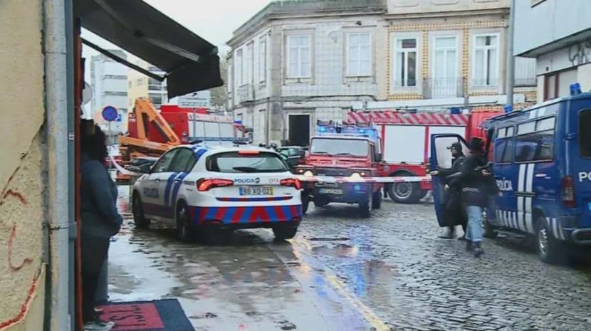 Carro embate contra casa e provoca dois mortos no Porto