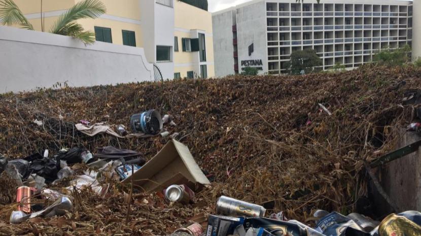Depósito de lixo mancha zona turística do Funchal