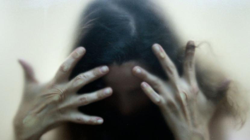Mulher acusada de tentativa de homicídio por ter esfaqueado homem que a assediou em Espanha