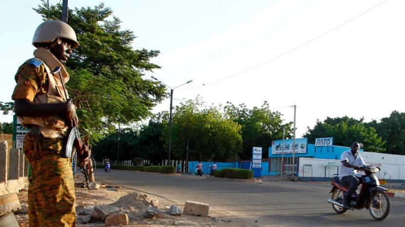 Burkina Faso exige aviso de 48 horas a aeronaves que sobrevoam bases militares