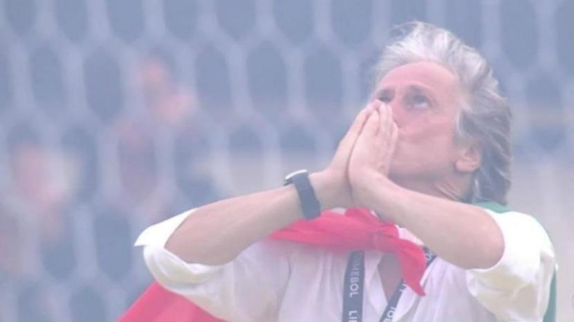 """Gritos de """"Mister"""" e euforia no balneário do Flamengo (Com vídeo)"""