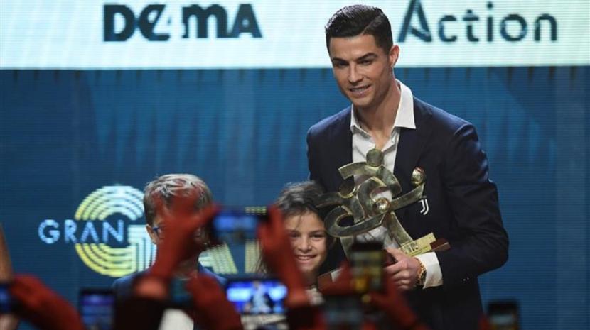 Cristiano Ronaldo recebeu prémio e falou... italiano (Com vídeo)