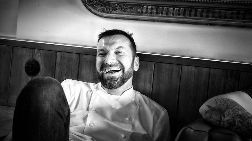 Ljubomir Stanisic ameaça  dono de restaurante