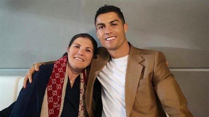 Pessoas: Cristiano Ronaldo oferece prenda de Natal à mãe