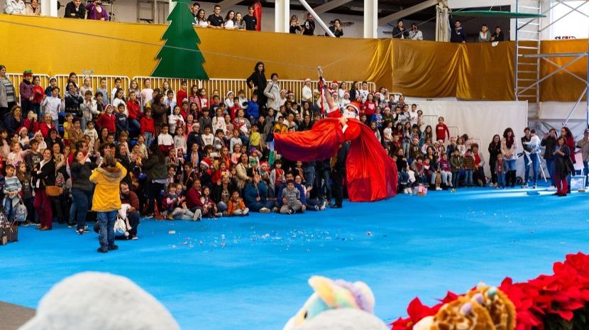 Mega espetáculo de Natal e brinquedos despertam centenas de sorrisos na Calheta
