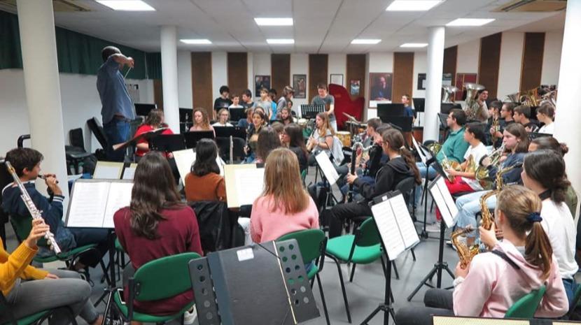 Orquestras de sopros e coros do Conservatório em concerto de Natal no Centro de Congressos