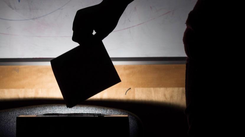 Governo anuncia criação de grupo de trabalho para analisar votação dos emigrantes