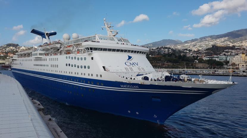 Veja as imagens do navio 'Megallan' que está hoje no porto do Funchal (com fotos)
