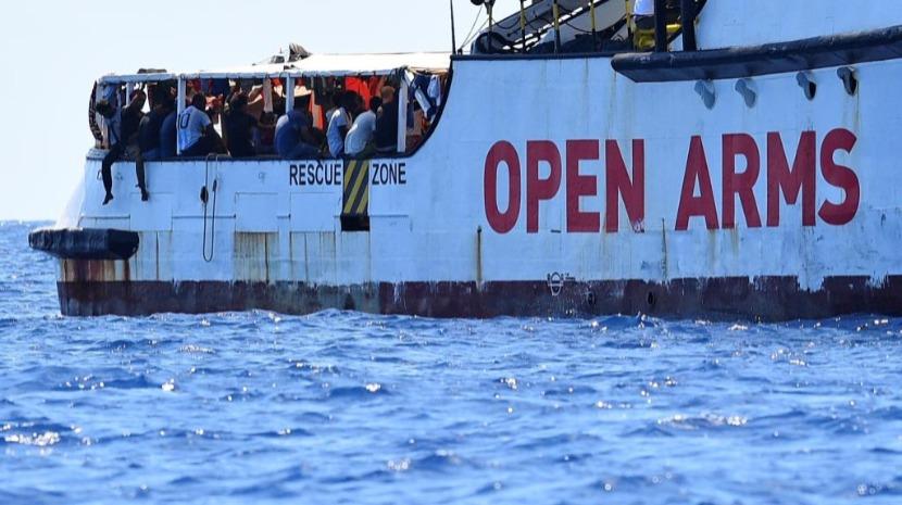 Dois barcos com 237 migrantes a bordo esperam porto para desembarcar