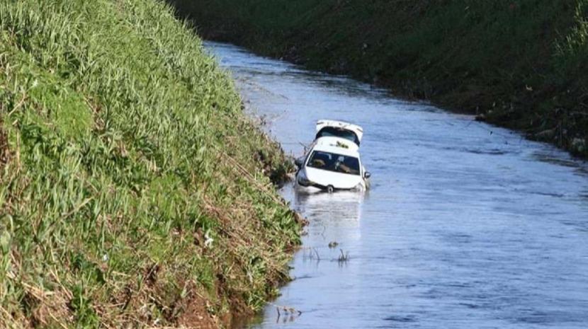 Um morto após despiste de carro para ribeira em Odivelas