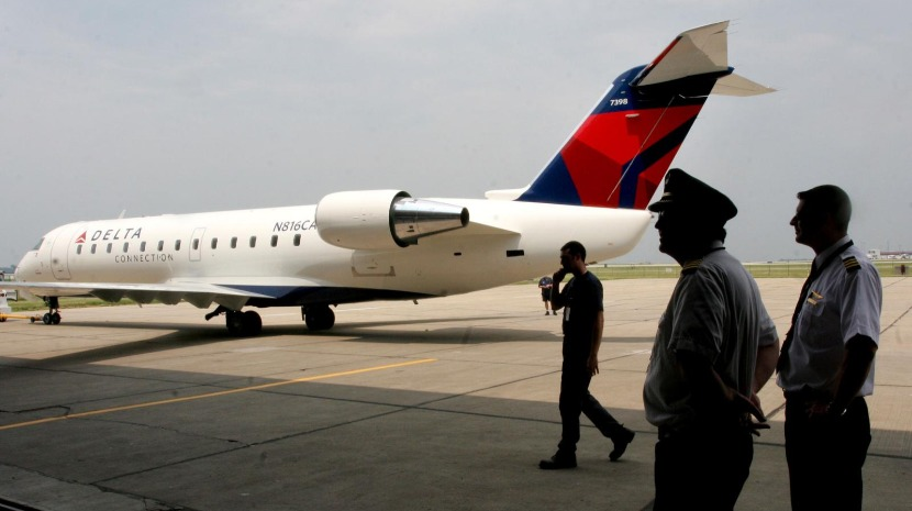 Casal é expulso de avião por causa de nome ameaçador que deu a rede Wi-fi