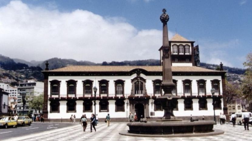Câmara do Funchal autoriza Governo Regional a ocupar espaços públicos para as festas de carnaval