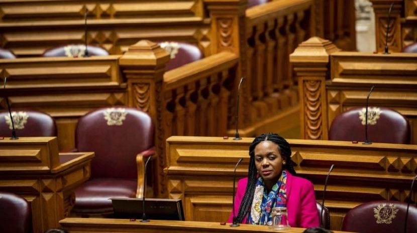 Livre pede reunião a Ferro Rodrigues para solução que garanta que Joacine não representa o partido