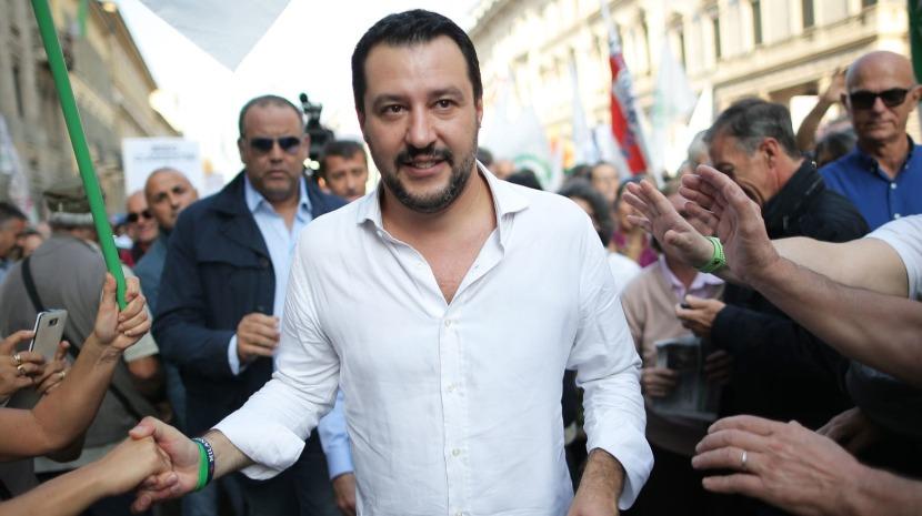Salvini insiste que defendeu Itália ao bloquear migrantes no Mediterrâneo