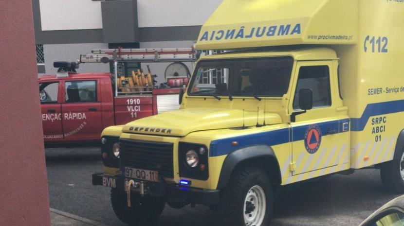 Bombeiros arrombam porta para retirar idosa no Funchal