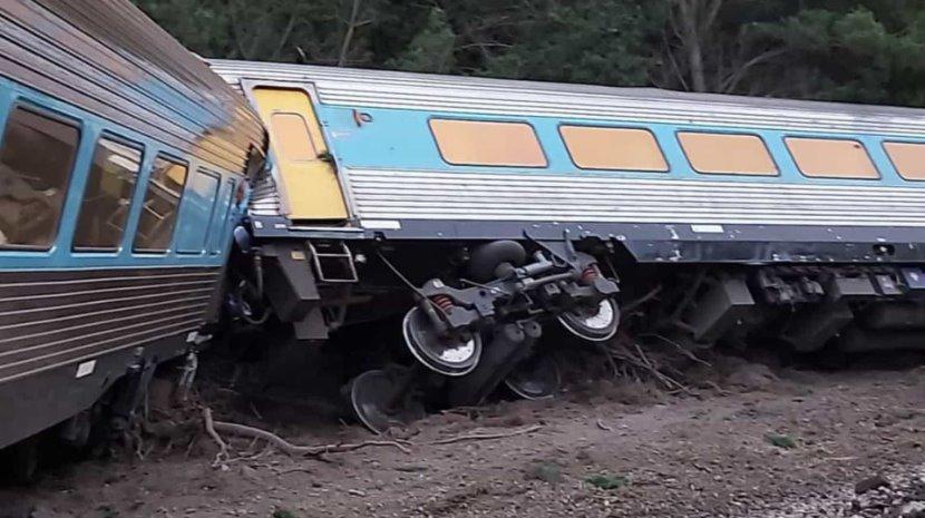 Comboio descarrila na Austrália com 160 passageiros a bordo