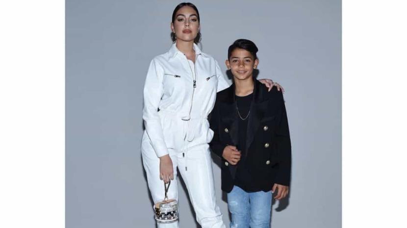 Filho mais velho de Cristiano Ronaldo encanta em desfile de moda